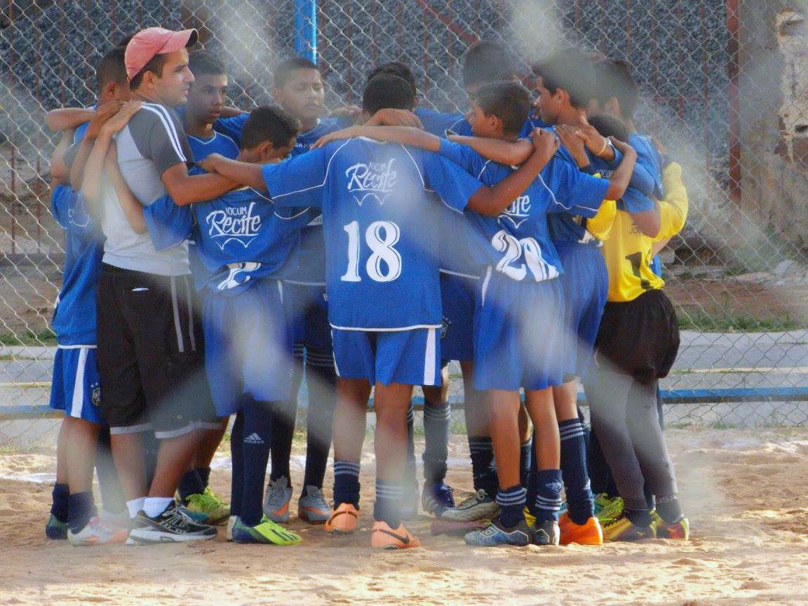 Team Jocum (YWAM) Recife - Prayer before the tournament.